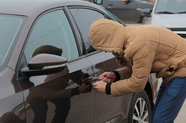 В Якутске школьник угнал машину