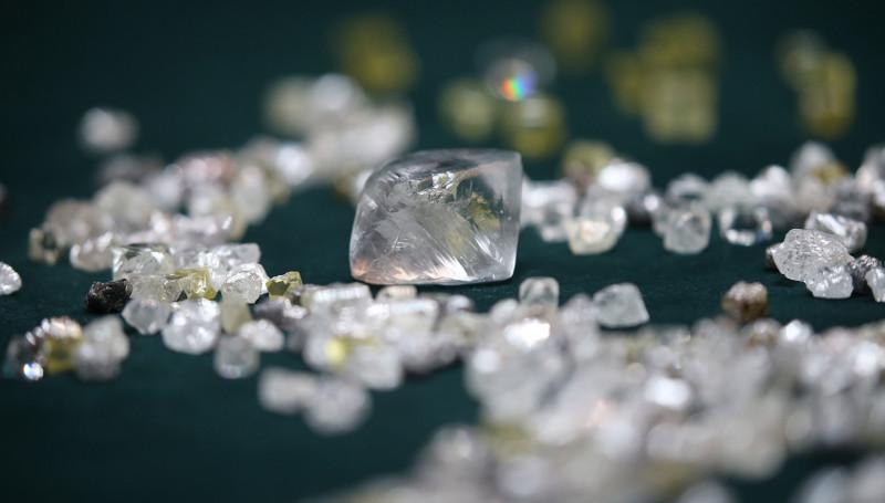 На $15,6 млн АЛРОСА реализовала крупные алмазы на аукционе в Израиле
