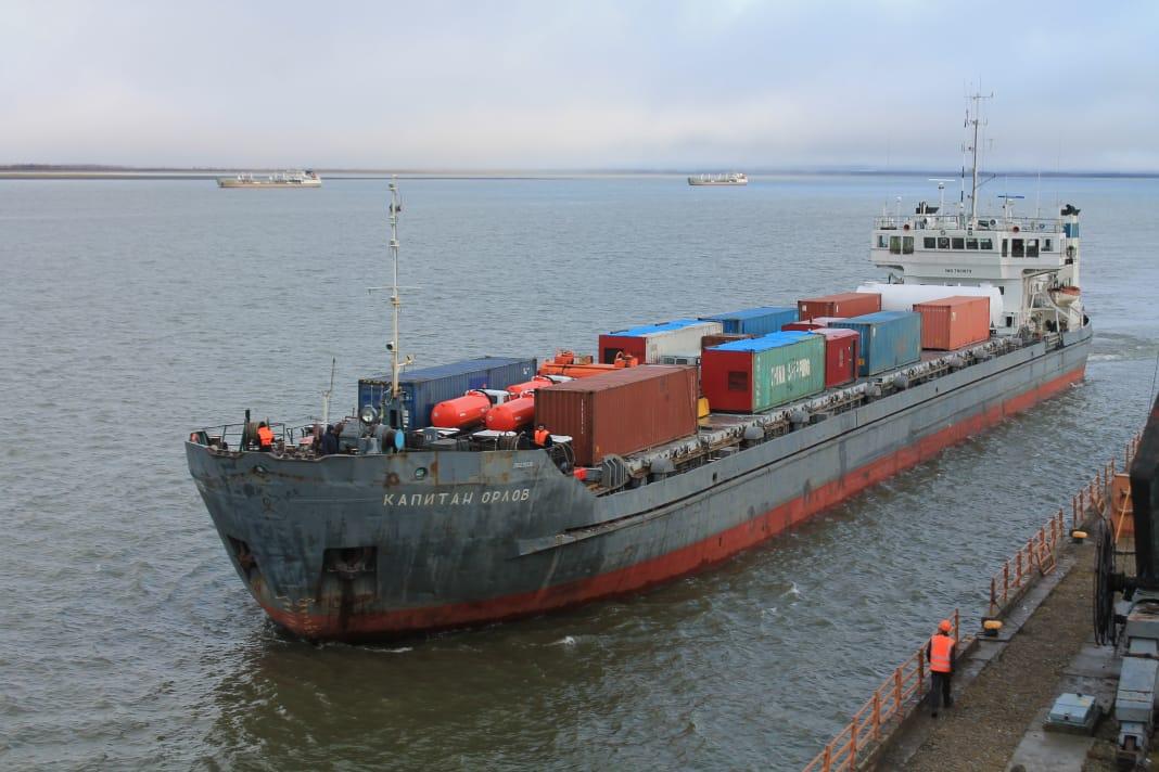 Речники завершили прием грузов в Арктику