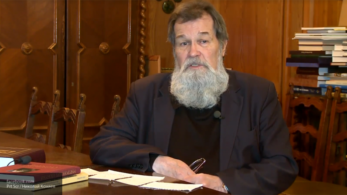 Автор книг о Михаиле Николаеве и Алексее Кулаковском умер в Петербурге