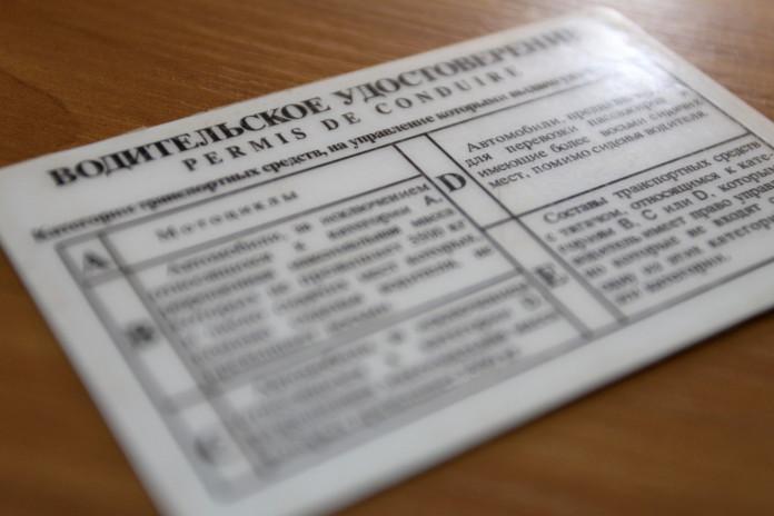 Пенсионерку из Чурапчи осудили за покупку поддельных прав дочке и внуку
