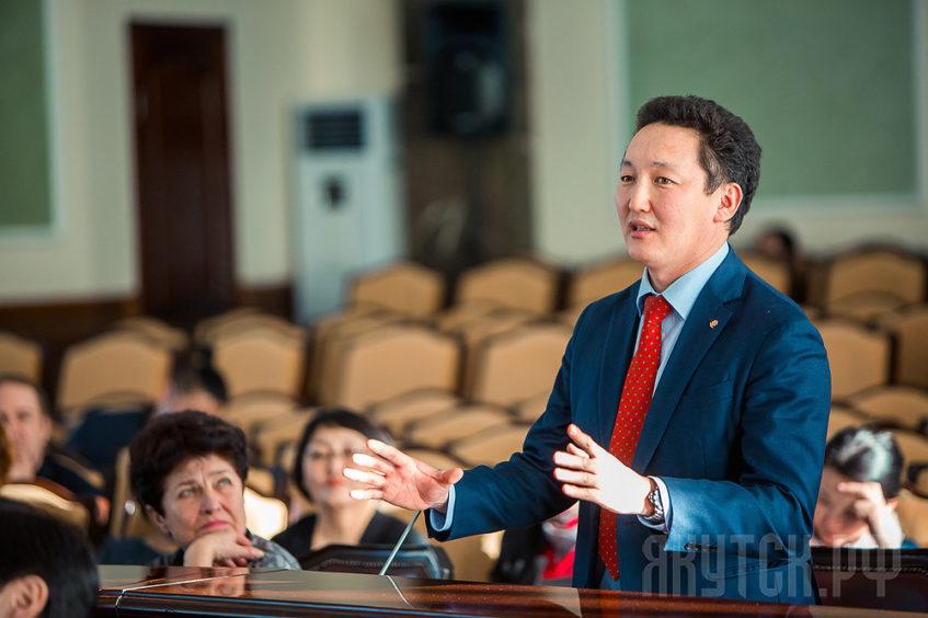 Начальником Управления образования Якутска назначен директор школы №2 Алексей Семенов