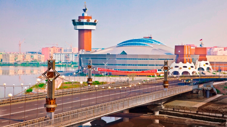 Жителей Якутска поздравляет с Днём города руководство Якутии