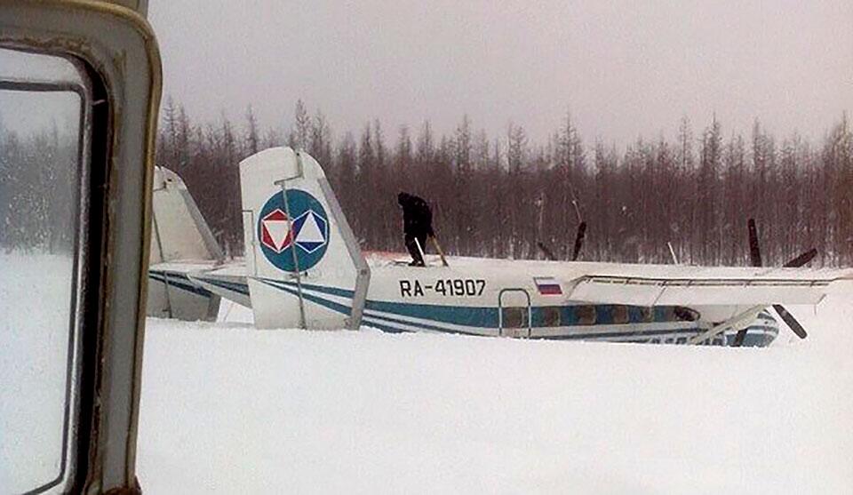 27 марта 2015 Самолет Ан-38 выкатился за пределы взлетно-посадочной полосы в аэропорту Накына. Совершая посадку, он выехал за пределы ВПП на два метра. Воздушное судно выполняло заказной рейс Мирный-Накын. На борту находились  11 человек, включая двух членов экипажа. В ходе происшествия никто не пострадал. Как установили следственные органы, причиной ЧП стали сильные порывы ветра.  Фото: Интернет
