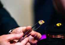 АЛРОСА реализовала крупные алмазы в Гонконге на $10,7 млн