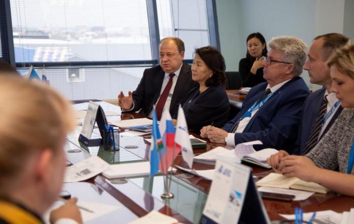 """Руководители аэропорта """"Якутск"""" и авиакомпании """"Полярные авиалинии"""" обсудили перспективы сотрудничества"""