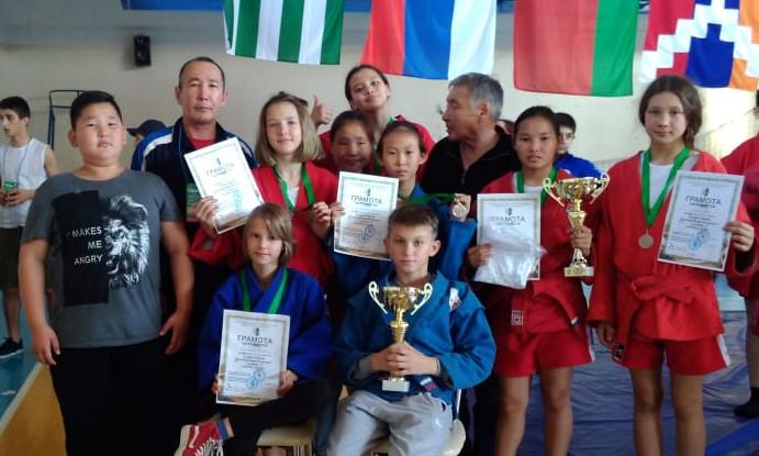 Якутские спортсмены привезли медали с турниров по самбо и дзюдо