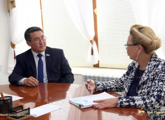 Петр Гоголев и Галина Данчикова обсудили вопросы продвижения законодательных инициатив Якутии