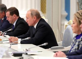 """Президент РФ поручил ОНФ организовать контроль за исполнением нового """"майского указа"""""""