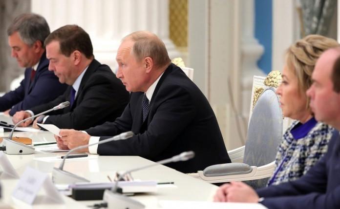 Президент РФ поручил ОНФ организовать контроль за исполнением нового