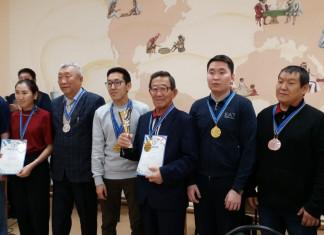 Команда Центрального округа столицы одержала победу в русских шашках