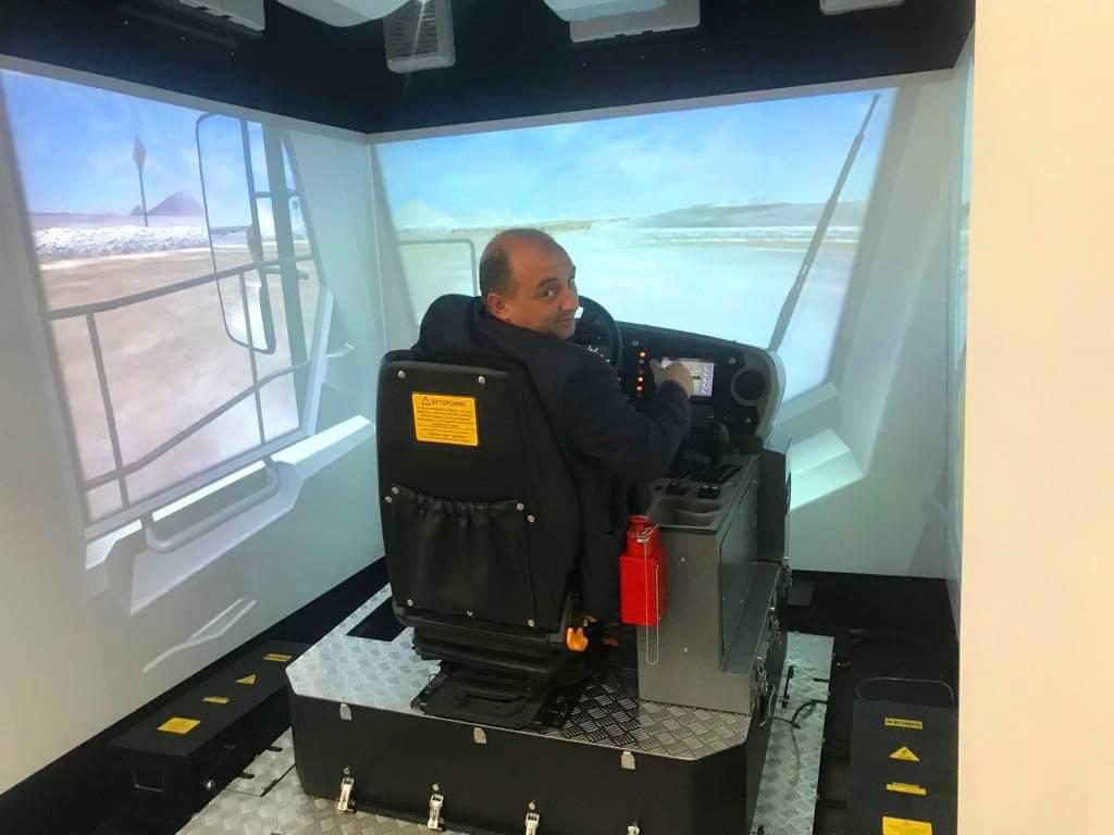 АЛРОСА будет готовить водителей карьерных самосвалов с помощью виртуального тренажера