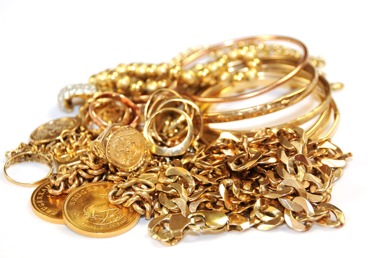 Золота на 100 тысяч рублей украл у жительницы Горного района бывший муж