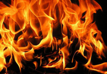 В Якутске горел чердак жилого дома