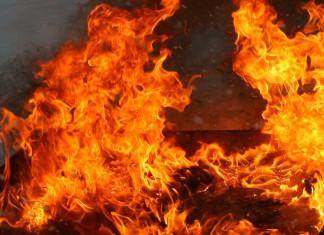 В поселке Серебряный Бор сгорел двухэтажный дом