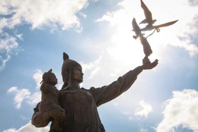 Глава Якутии Айсен Николаев поздравляет с Днем матери в республике