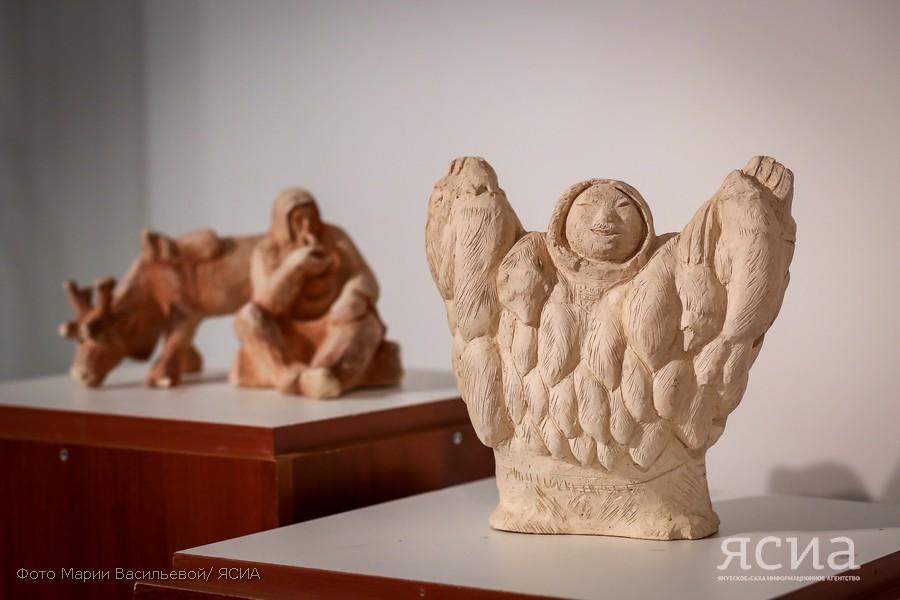 Фёдор Марков представил в НХМ свои работы из мамонтовой кости, дерева и льда