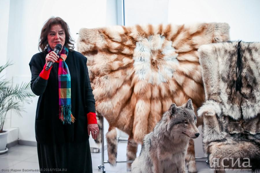 """Примерь на себя """"Тепло Якутии"""": в Якутске открылась ярмарка изделий из меха"""