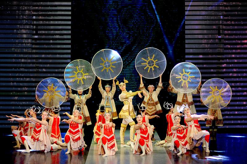 В Якутске стартовал международный фестиваль этномоды «Солнечный олень»