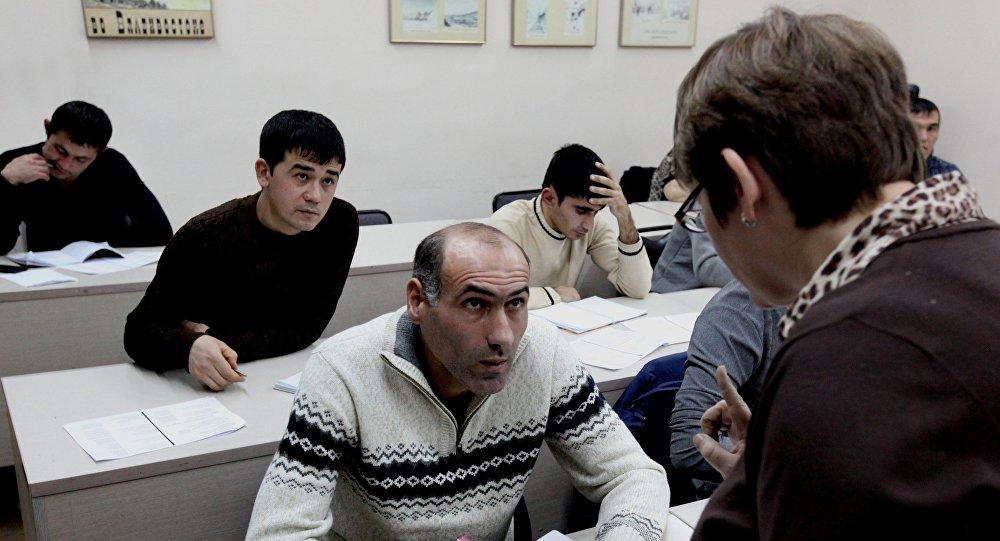 В Якутии Единый миграционный центр принимает экзамен на знание русского языка