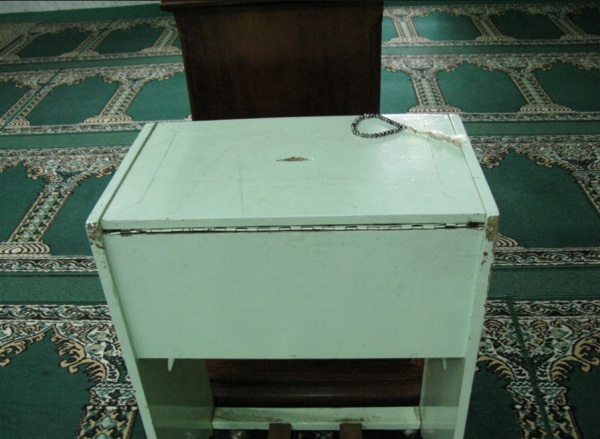 В мечети из ящика для пожертвований украли деньги