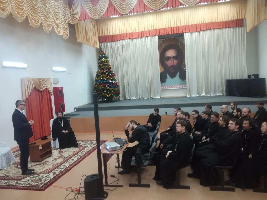 Владимир Солодов и владыка Роман обсудили отношения власти и церкви в Якутии