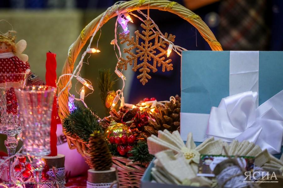 Большая новогодняя ярмарка открылась во дворце спорта «50 лет Победы»