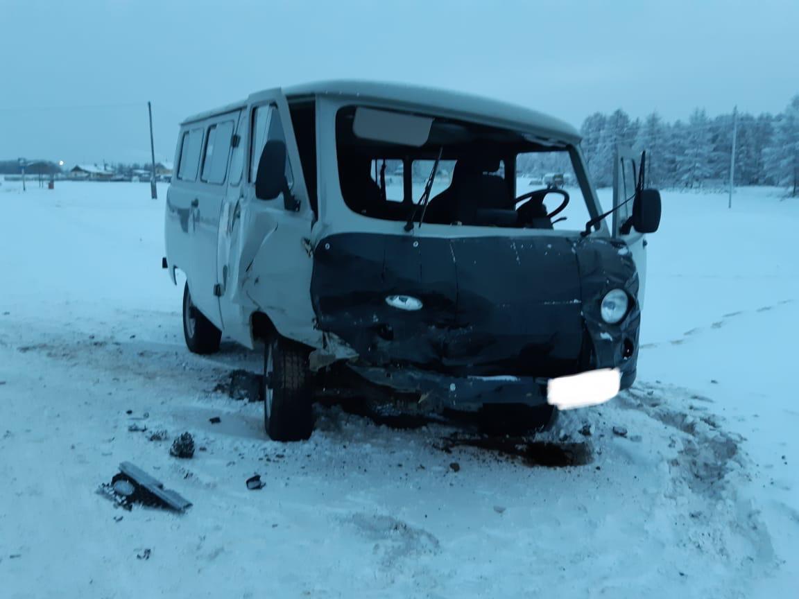 Пьяный водитель врезался в УАЗик со школьниками на трассе «Вилюй»