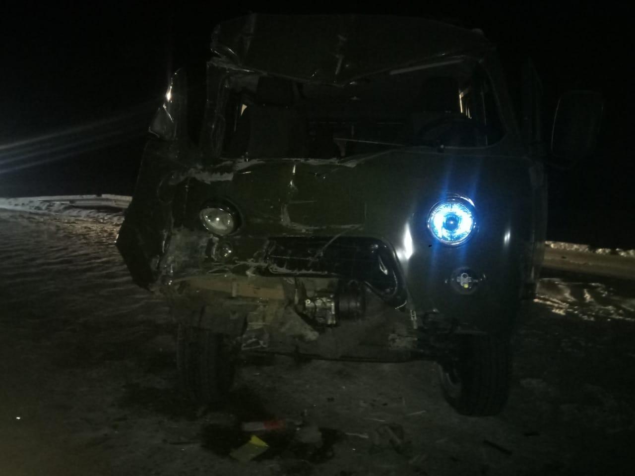 В ДТП в Усть-Алданском районе Якутии пострадали три пассажира УАЗа