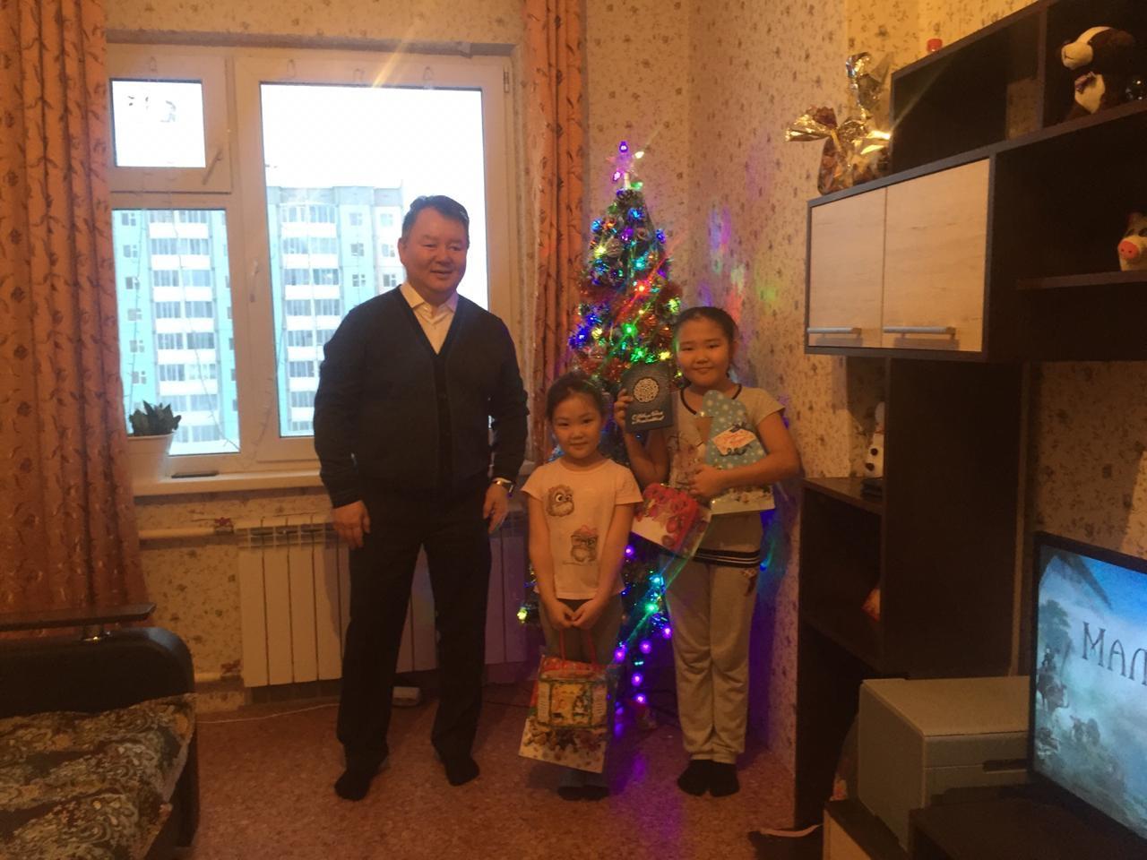 Алексей Стручков поздравил с наступающим Новым годом семью Федоровых