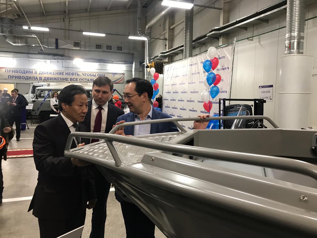 Глава Якутии высоко оценил работу по трудоустройству местных кадров в промышленности