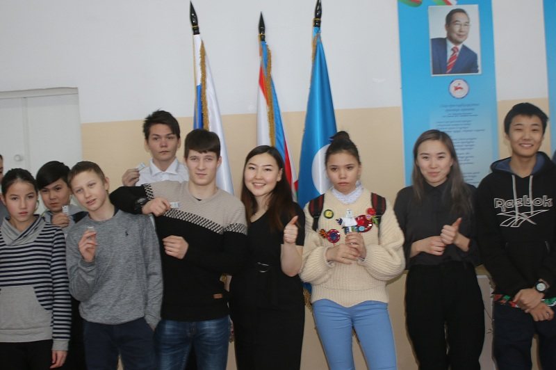 Алмазэргиэнбанк подарил школьникам транспортные карты «Спутник»