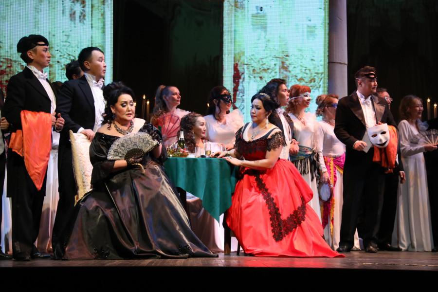 Зрители аплодировали стоя: «Травиата» в театре оперы и балета