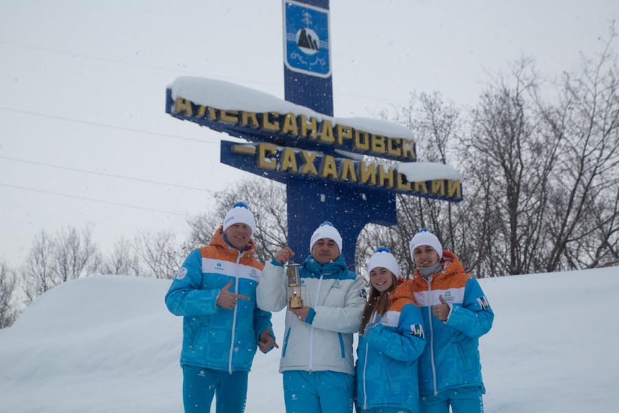 Огонь «Детей Азии» в Александровске-Сахалинском внесли на замерзший водопад
