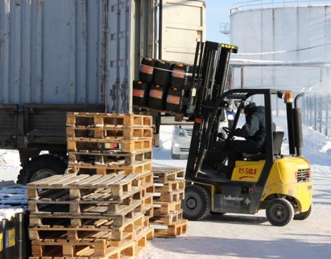 «Саханефтегазсбыт» доставляет тарированные нефтепродукты от Ленска до Белой Горы