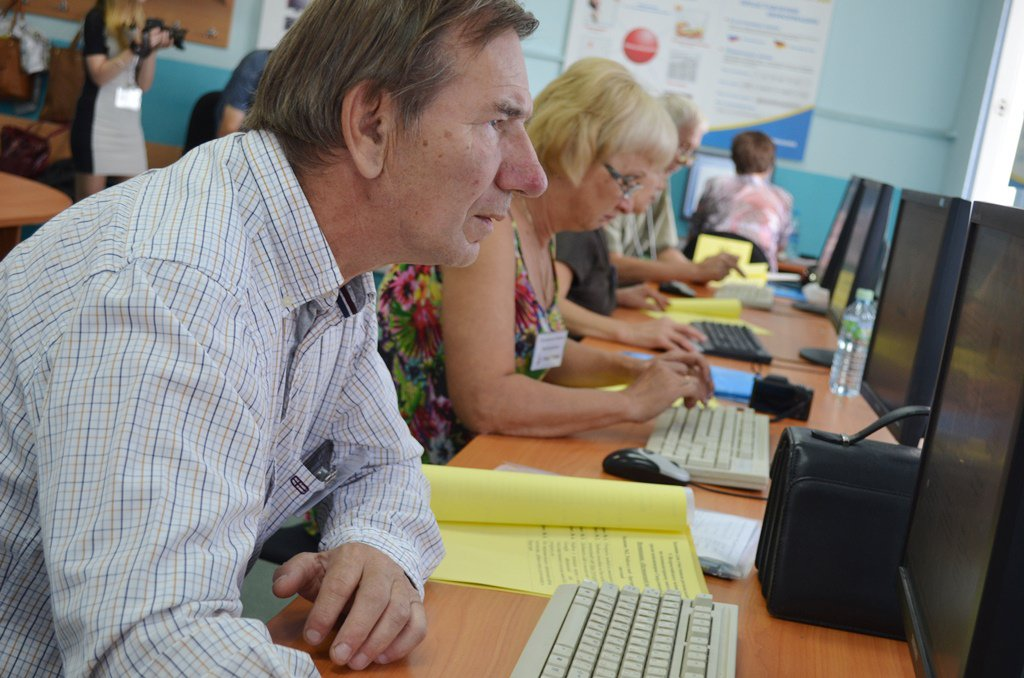К 2024 году переобучение пройдут 450 тысяч россиян-«предпенсионеров»