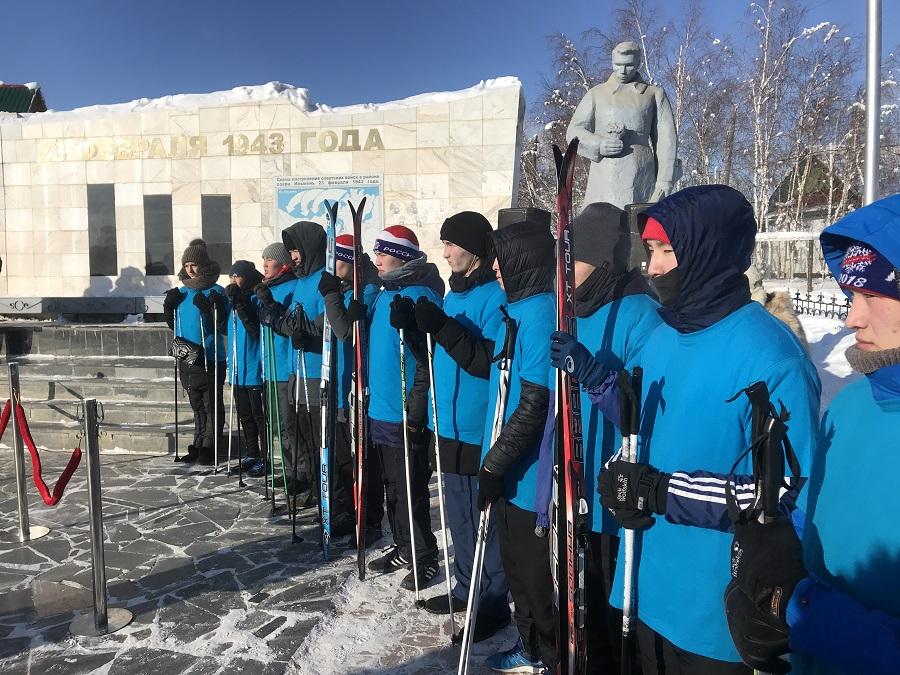 В Якутске возложили цветы к мемориалу памяти воинов, павших на озере Ильмень