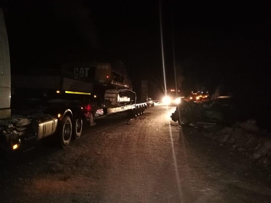 Водитель пикапа погиб, врезавшись в большегруз в Ленском районе