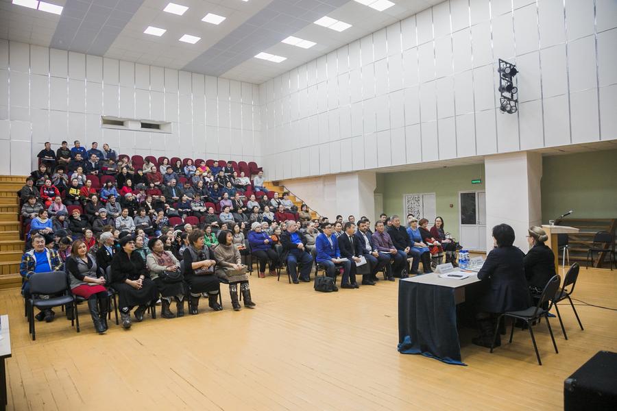 Депутат Госдумы и мэр Якутска встретились с жителями Тулагино-Кильдямского наслега