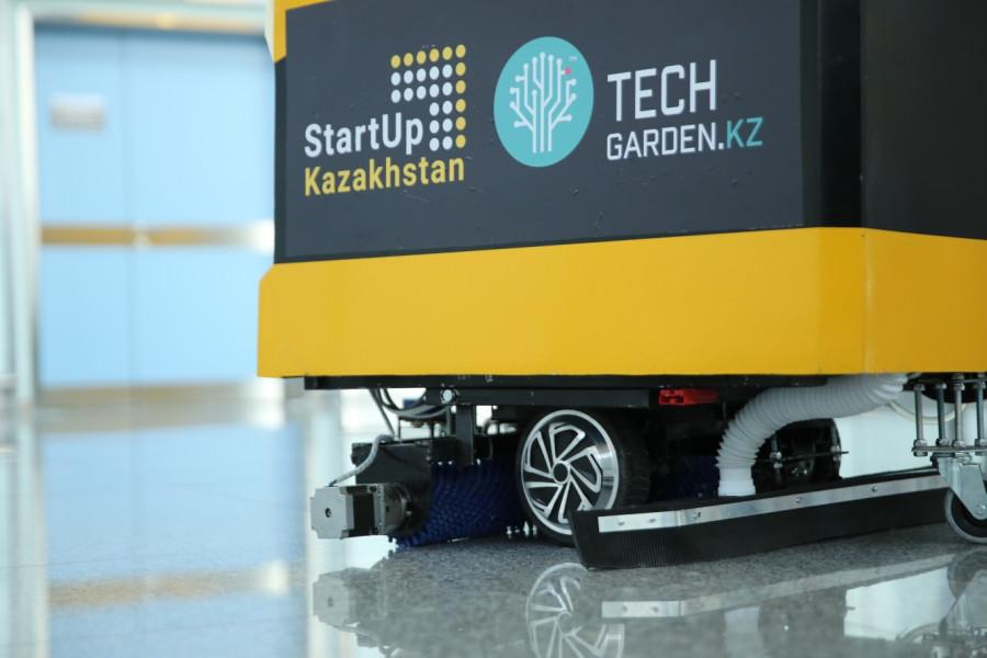 В Астане презентовали якутского робота-уборщика на искусственном интеллекте