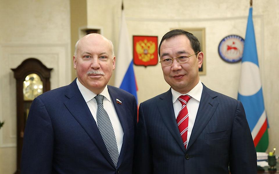 Айсен Николаев и председатель комитета СФ Дмитрий Мезенцев обсудили развитие Якутии