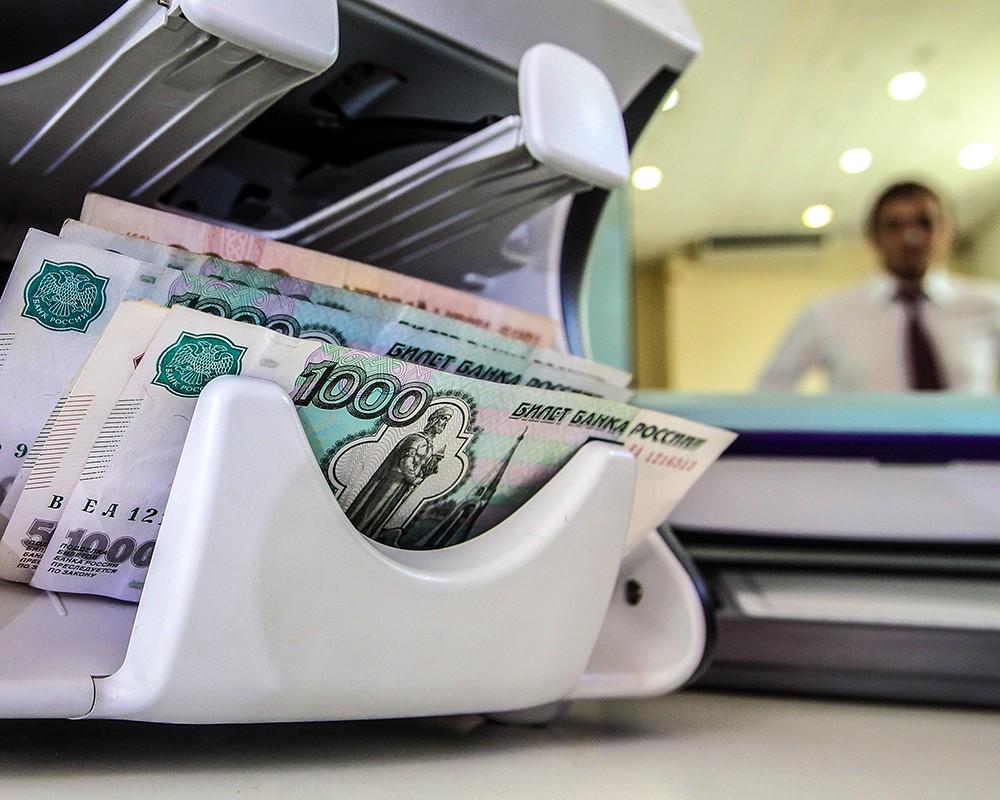 Более чем на 300 тысяч рублей обокрал клиентов менеджер по микрозаймам