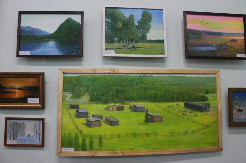 Самодеятельный художник Алексей Мопполов представил свои картины в Доме народного творчества