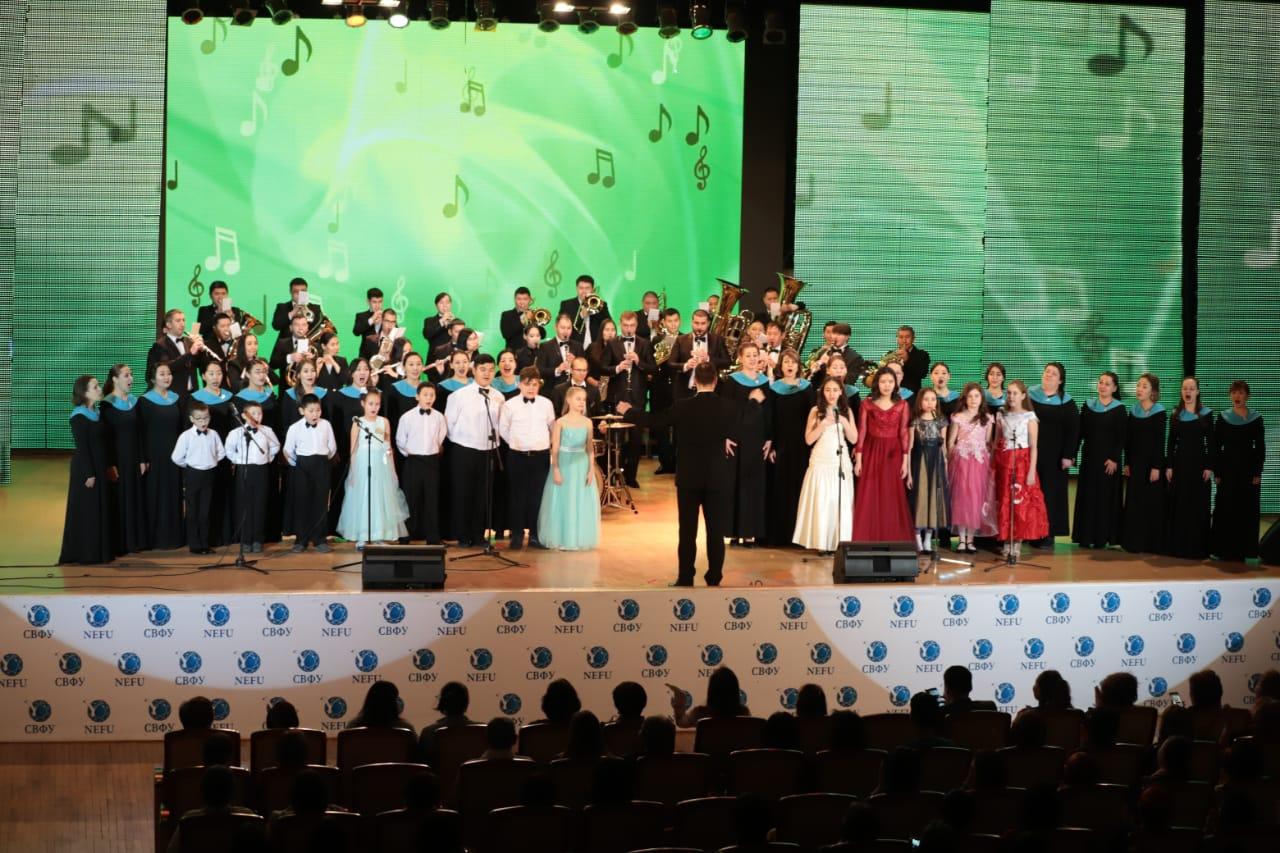 В Якутске неслышащие дети выступили на одной сцене со звездами эстрады