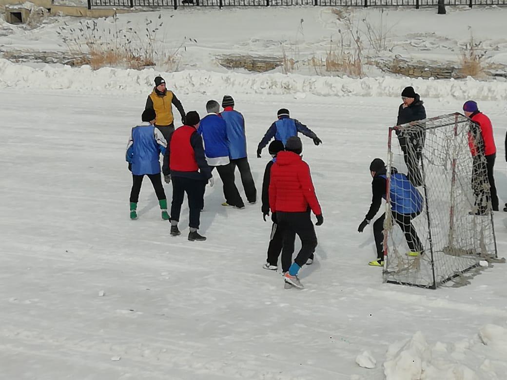 В Якутске состоялся фестиваль любителей зимнего футбола