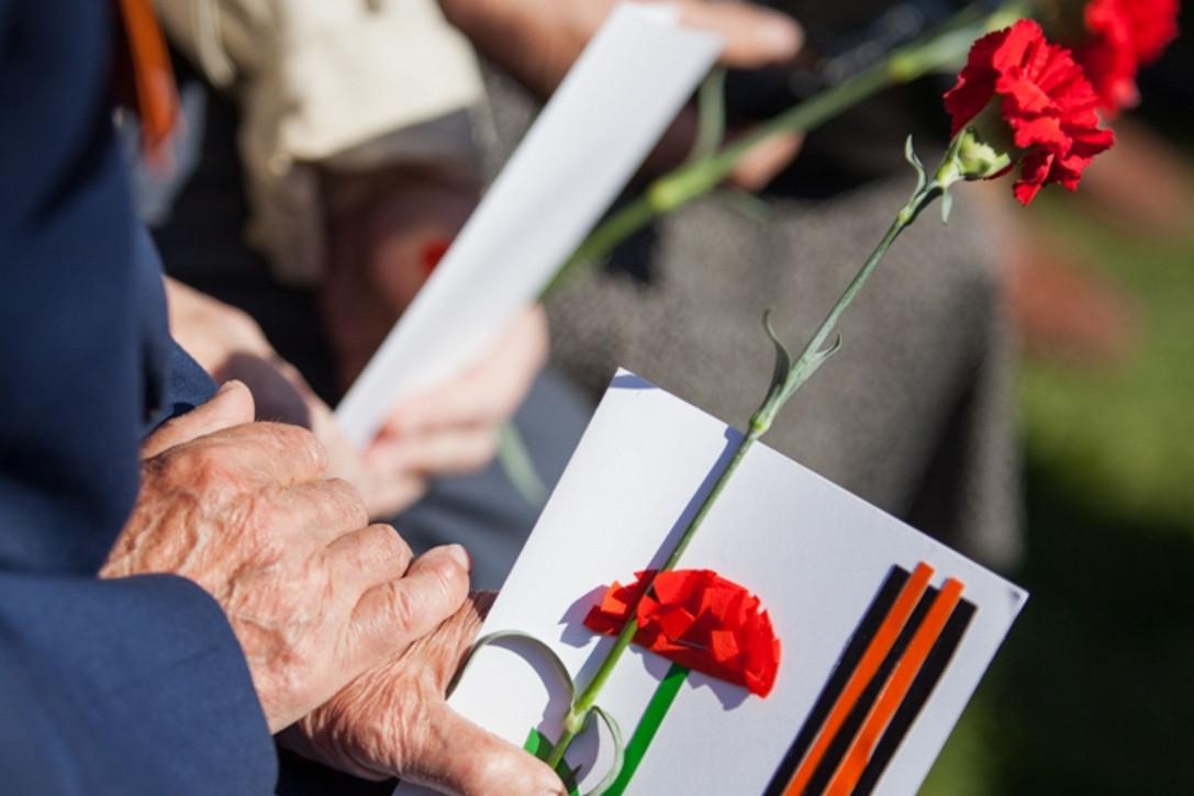 Айсен Николаев подписал указ об единовременных выплатах ко Дню Победы