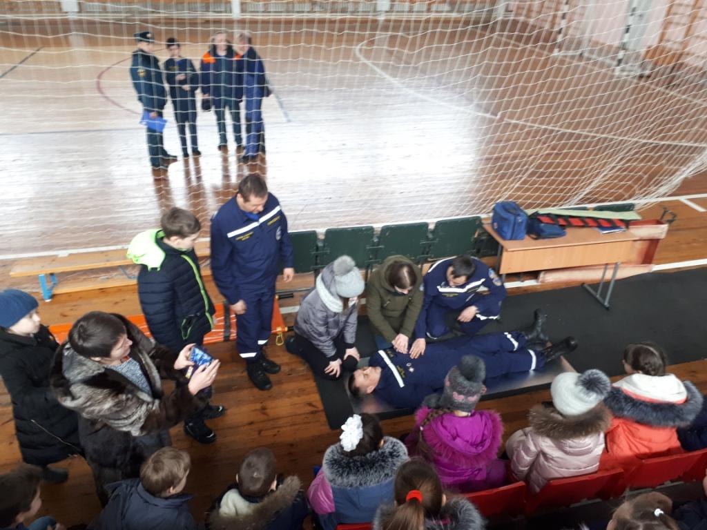 Спасатели Якутии провели открытые уроки ОБЖ