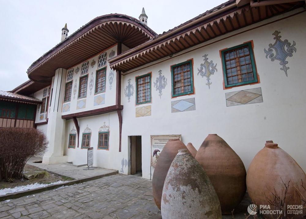 На раскопках в Ханском дворце в Бахчисарае нашли более 10 тыс. артефактов