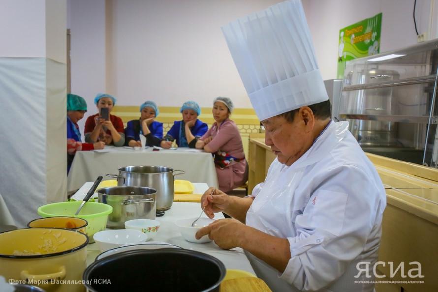 Иннокентий Тарбахов открыл в Верхневилюйске Дни якутской кухни