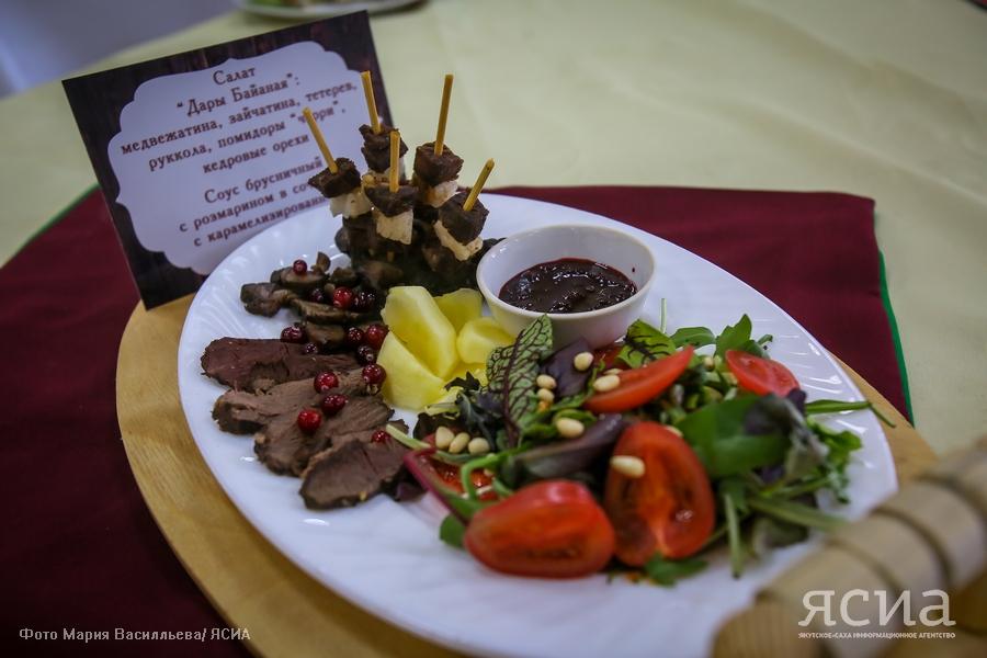 Стейк из жеребятины, салат из медвежатины и рулет из печени: Конкурс кулинаров в Верхневилюйске